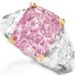 Diamante Rosa - Este exemplar, de 5 quilates, foi arrematado em um leilão da Christie's por R$ 20,7 milhões (US$ 11,8 milhões) em dezembro de 2009 em Hong Kong, na China. (Foto: divulgação)