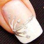 Se você não tem o hábito de usar unhas decoradas comece com pequenos detalhes, que com certeza farão bastante diferença. (Foto: divulgação)