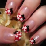 A grande vantagem das unhas decoradas simples é que podem ser usadas no dia a dia sem restrição. (Foto: divulgação)