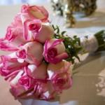 Oferecer uma flor pode ser um gesto simples, mas que carrega em si o verdadeiro sentido do amor. (Foto: divulgação)