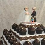 Os noivinhos não precisam ser colocados necessariamente sobre o bolo tradicional.