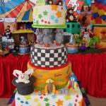 Bolo infantil com decoração motivo circo. (Foto: divulgação)