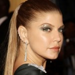 A cantora Fergie é adepta a piercings principalmente na orelha. (Foto: divulgação)