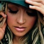 Christina Aguilera usa piercing no nariz (Foto: divulgação)