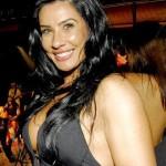 A dançarina Scheila Carvalho era adepta do acessório no umbigo. (Foto: divulgação)