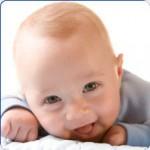 O bebê ainda não sabe falar nem andar, mas ja sabe sorrir e fazer alguem feliz. (Foto: divulgação)