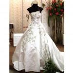 É importante que as noivas escolham bem o vestido desse modelo para que fique justo no corpo sem precisar ficar puxando. (Foto: divulgação)