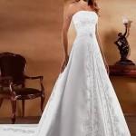Os Vestidos de noiva tomara que caia estão se tornando cada vez mais populares na moda feminina. (Foto: divulgação)