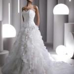 Os modelos mais modernos possuem enchimentos e também vários modos de regular deixando a noiva a vontade e segura com o vestido. (Foto: divulgação)