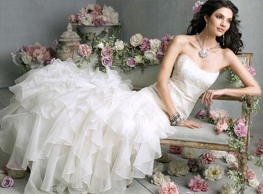 O tomara que caia é o modelo preferido das noivas atualmente. (Foto: divulgação)