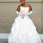 Antes de escolher o vestido que usará na cerimônia, a noiva precisa tomar alguns cuidados básicos para gordinhas. O tecido, o recorte, os detalhes… tudo deve favorecer o que há de melhor no corpo. (Foto: divulgação)