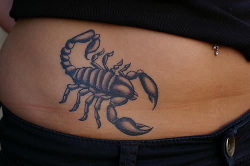 A tatuagem de escorpião costuma ser escolhida por homens e mulheres que tem fascínio por aquilo que é misterioso e enigmático. (Foto: divulgação)