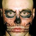 Algumas tatuagens no rosto são muito bizarras. (Foto: divulgação)