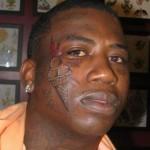 Tatuagem no formato de sorvete no rosto Foto: divulgação)