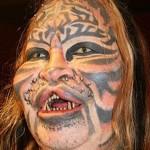 Algumas se tornam exageradas e bizarras a tal ponto que modifica a aparencia do rosto. (Foto: divulgação)