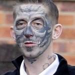 Tatuagem sombreada no rosto. (Foto: divulgação)