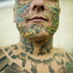 Tatuagem de dragão no rosto. (Foto: divulgação)