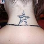 A tatuagem de estrela guia simboliza proteção e que irá conduzir a pessoa para o caminho do sucesso de encontro com as boas energias e vibrações. (Foto: divulgação)