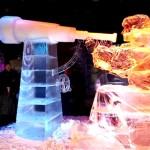 As esculturas são feitas de gelo e moldadas com calor e água. (Foto: divulgação)