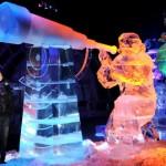 As luzes coloridas dão vida as esculturas de gelo. (Foto: divulgação)