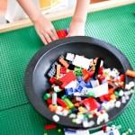 Lego a vontade para as crianças se divertirem.