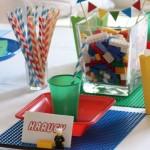 Os tijolinhos coloridos do Lego participam da decoração.