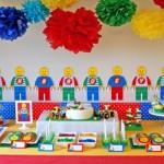 A decoração deve valorizar todas as cores do brinquedo.