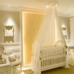 O quarto de bebê decorado com bege serve tanto para menina como para menino.