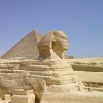 O Egito fasciana e encanta as pessoas até os dias de hoje, sua pirâmides foram construidas há mais de 2.500 anos a.C. e resistem até hoje. (Foto: divulgação)