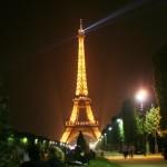 Torre Eiffel à noite, um cartão postal de Paris. (Foto: divulgação)