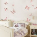 A decoração com borboletas combina com cores claras e suaves.