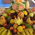 As frutas ajudam a decorar a mesa além de ser um petisco para os convidados saborear. (Foto: divulgação)