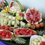 A mesa de frutas é muito comum nas festas de casamentos e buffet. (Foto: divulgação)
