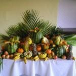 Na decoração com frutas pode ser usado algumas folhas verdes para dar um toque especial. (Foto: divulgação)