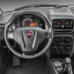 Um novo volante está disponível, assim como o apoio para o pé, um conforto a mais para o motorista