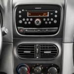 O rádio Connect pode ser incluído no Fiat Siena EL 2013, como uma grande opção para quem gosta de ouvir música enquanto dirige