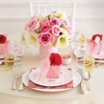 Delicadeza e doçura nesta mesa decorada para casamento.