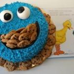 O bolo colorido é inspiração do personagem do livro de história infantil. (Foto: divulgação)