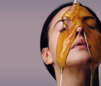 O mel promove hidratação profunda na pele (Foto:Divulgação)