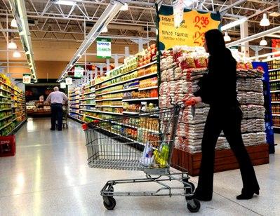 Economize tempo e dinheiro no supermercado com uma lista de compras. (Foto: Divulgação)