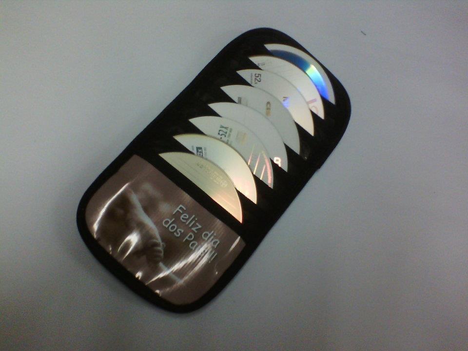 Porta CDs para carros personalizado. (Foto: Divulgação)