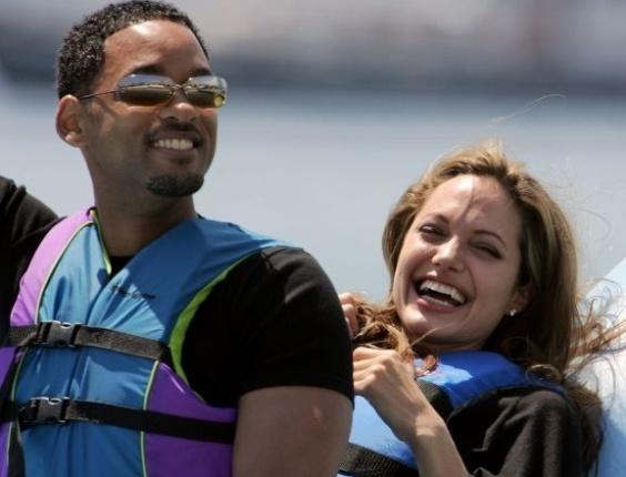 """Will Smith e Angelina Jolie se divertem ao promoverem o filme """"O Espanta Tubarões"""" (Foto: divulgação)"""
