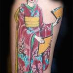 Tatuagem de gueixa com leque (Foto: divulgação)