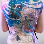 Tatuagem de gueixa cobrindo as costas (Foto: divulgação)