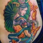Tatuagem de gueixa com borboletas amarelas (Foto: divulgação)