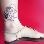 Tatauagem de coruja feminina no tornozelo (Foto: divulgação)