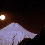 A lua reflete o seu brilho na montanha gelada (Foto: divulgação)