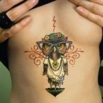 Tattoo de coruja no peito. (Foto: Divulgação)