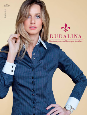 Camisa chique Dudalina azul escuro (Foto: Divulgação)