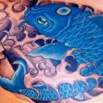 Tatuagem de carpa azul (Foto: divulgação)